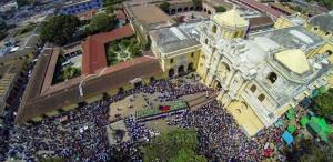 Procesion de Viernes Santo La Merced Antigua Guatemala foto SkyCamGuatemala 300x146 - Iglesia La Merced y su sitio arqueológico el Convento de La Merced en La Antigua Guatemala