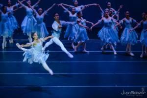 ballet El Cascanueces en el Teatro Nacional Miguel Angel Asturias foto por Juan Salazar Photography 300x199 - El Ballet Municipal de Guatemala
