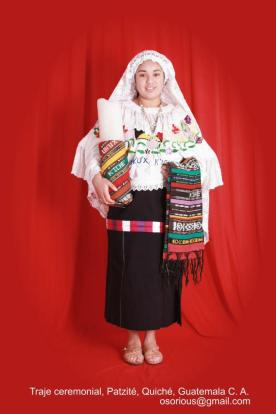 Traje ceremonial de Patzité Quiché foto por Osorious Oso - Los coloridos trajes indígenas de Guatemala