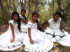 Trajes indígenas Maya Itzá - foto por Asi es Peten