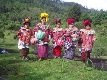 Trajes indígenas de Wajxaklajunh - San Mateo Ixtatán, Huehuetenango - foto por PPablo
