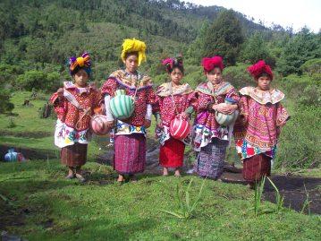 Trajes tipicos de Wajxaklajunh San Mateo Ixtatán Huehuetenango foto por PPablo - Los coloridos trajes indígenas de Guatemala