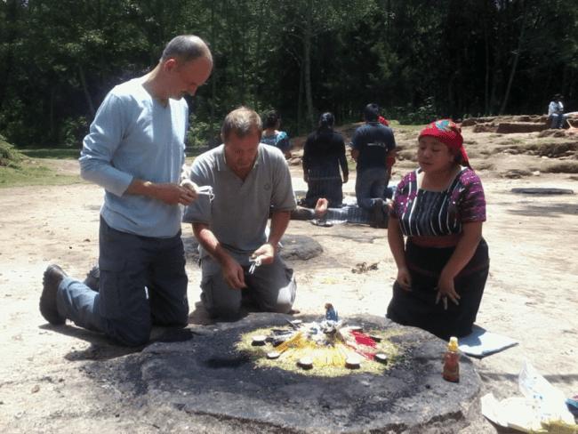 Ceremonias Mayas en Iximché 9 mundochapin - Guía Turística - Ceremonias Mayas en Iximché
