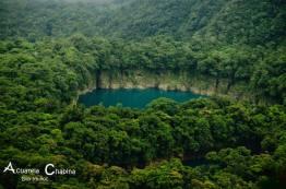 Cenotes Ownajab I y II vistos desde Yolnhabaj I en Huehuetenango - foto por Acuarela Chapina