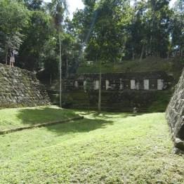Cancha de Juego de Pelota Maya en Yaxhá , Petén - foto por Rony Rodriguez - www.petenenfotos.blogspot.com