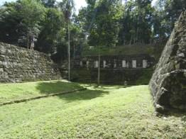 cancha de juego de pelota maya en yaxha peten foto por rony rodriguez www petenenfotos blogspot com - Galeria de Fotos de Guatemala por Rony Rodriguez