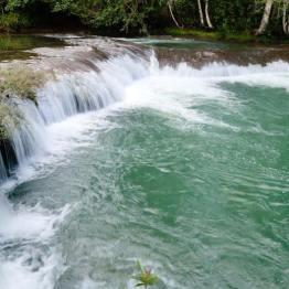 Cascada La Bajadona, San Lucas El Aguacate, San Luis, Petén - foto por Rony Rodriguez