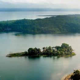 Isleta Santa Bárbara, Lago Petén Itzá - foto por Hugo Altán