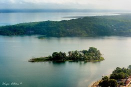 isleta santa barbara lago peten itza foto por hugo altan - Galeria de Fotos de Guatemala por Hugo Altán