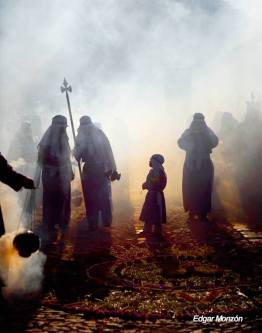 la antigua guatemala titula misticismo en guatemala obtuvo una mencion honorifica en concurso internacional en italia y forma parte del libro turismo alrededor del mundo foto por edgar mon - Galeria de Fotos de Guatemala por Edgar Monzón