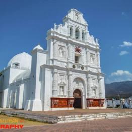 La iglesia de San Cristóbal Acasaguastlán - foto por Esau Beltran