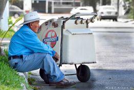 sen cc 83or trabajador tomando un merecido descanzo foto por hugo altan - Galeria de Fotos de Guatemala por Hugo Altán