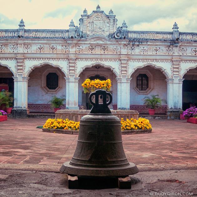 Antigua edificio de la USAC en Antigua Guatemala foto por Rudy Giron - 5 lugares imperdibles en Guatemala