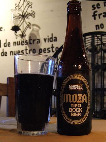 Armando Mazariegos moza - Las 7 bebidas alcohólicas más conocidas de Guatemala