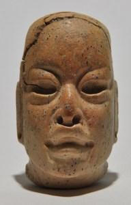 figurilla de piedra de estilo olmeca encontrada en ceibal peten foto por takeshi inomata 192x300 - De visita por el Ceibal, Sayaxché, Petén