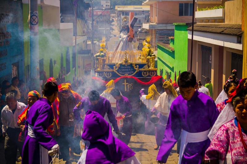 semana santa en san juan sacatepequez guatemala foto por rene subuyuj - Los feriados y asuetos en Guatemala