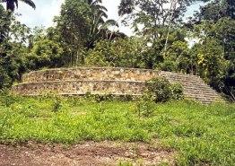 templo circular en el ceibal foto por pueblosoriginarios com - De visita por el Ceibal, Sayaxché, Petén