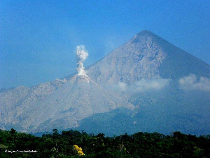 volcanes santiaguito y san maria foto de o enrique galvan gonzales - Los 4 volcanes activos en Guatemala