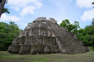 templo de los tableros yaxha peten foto por rony rodriguez 300x199 - Las 8 regiones de Guatemala