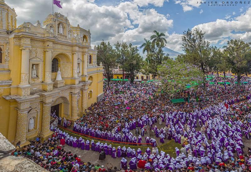Procesion del Domingo de Ramos de la Merced, La Antigua Guatemala - foto por Javier Ordoñez