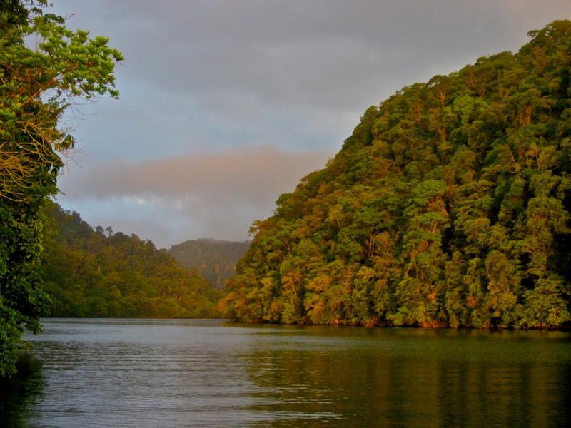 rio dulce izabal foto por carlos r martinez 1 - El Río Dulce de Izabal