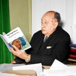 Miguel Angel Asturias leyendo su obra Mulata de Tal