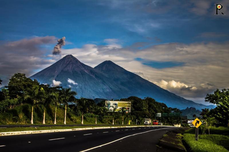 05 volcanes de fuego y acatenango foto por roberto eduardo figueroa urizar 1024x683 - Nuestro Top 10 Fotos en Instagram en 2016