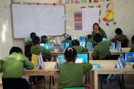 img 3313 - Escuela fue construida con material reciclado
