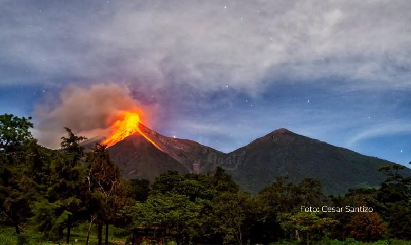 Volcán de Fuego continua haciendo erupciones