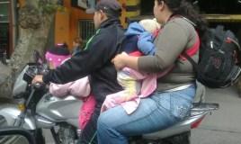 Sé un conductor de moto responsable y no expongas a tus hijos
