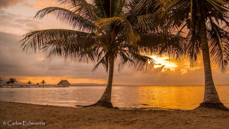bahia de amatique foto por carlos echeverria - 10 Playas de Guatemala que debes visitar