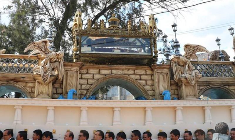 La majestuosa procesión del Santo Cristo Yacente