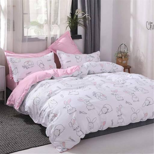 Ropa de cama rosa y blanco con conejos
