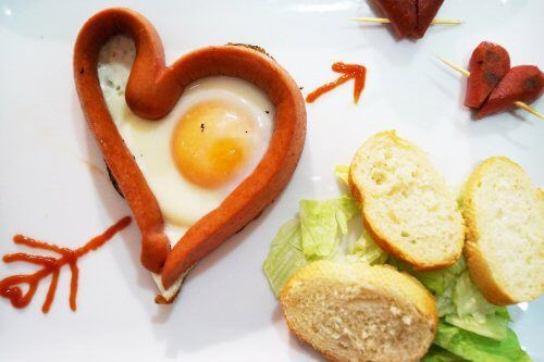 egg-and-sausage-heart