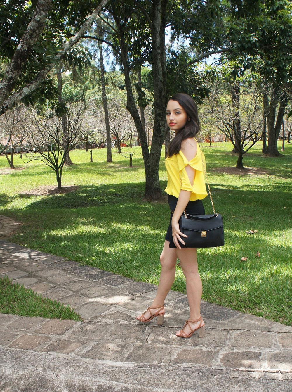 Look do Dia Blusa de Amarela