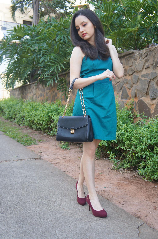 Vestido Verde e Sapato Vinho