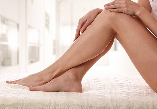 clarear joelhos 300x207 - Dicas de Como Clarear os Joelhos