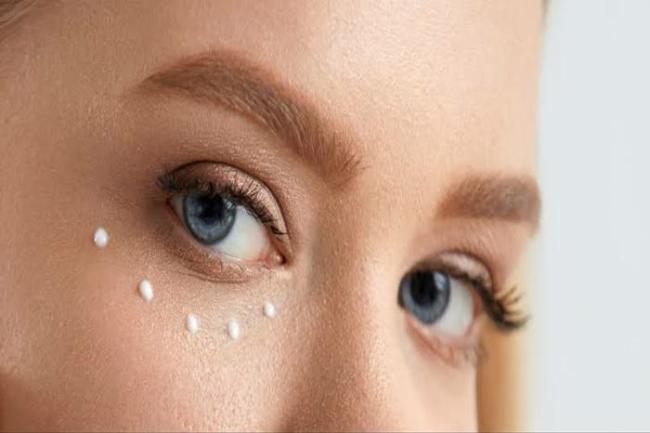 creme para olheiras 300x200 - Creme para olheiras: Aprenda como acabar com as olheiras