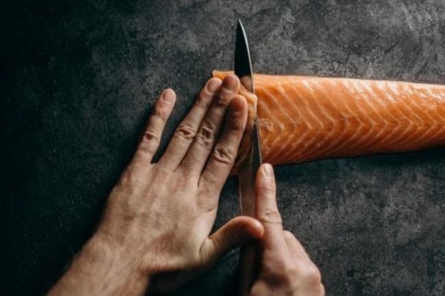 como fazer sashimi de salmao 300x200 - Curso de sushiman aprenda como fazer arroz japonês