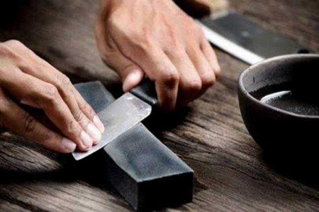 curso de cuteleiro 300x200 - Curso de cutelaria aprenda como fazer uma faca artesanal