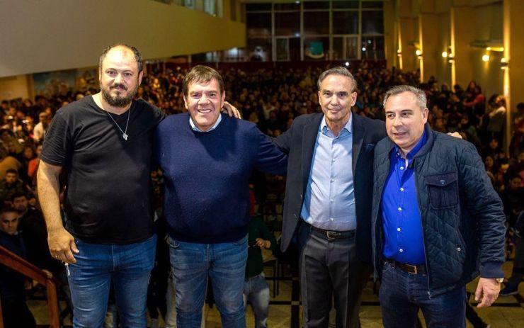 Echeverría, a la izquierda, junto al intendente Montenegro y el exsenador Miguel Ángel Pichetto