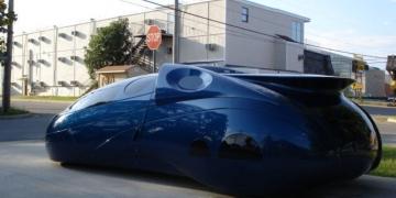 Carro de design espacial é vendido no Ebay