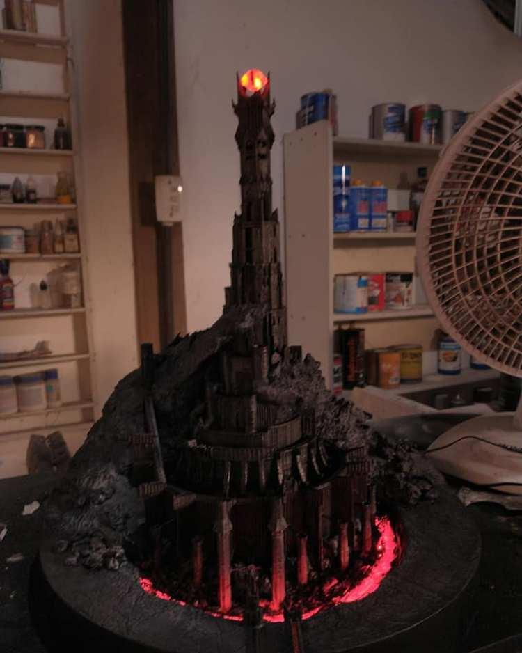 Criei a replica da Torre do Sauron. Dá um confere.