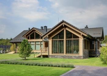 Uma bela casa de madeira pra fazer a gente babar