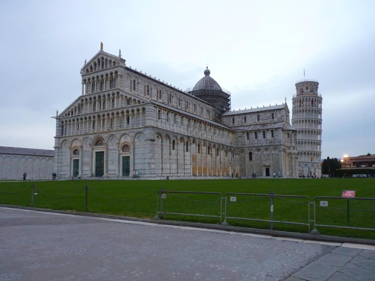 Piazza del Duomo Entrada 02 Pisa Itália Mundo Indefinido