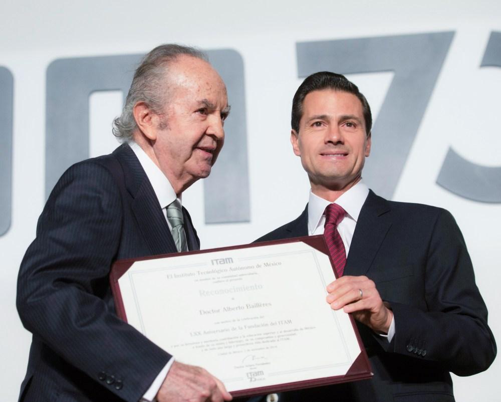 Don Alberto Baillères y el presidente Enrique Peña Nieto.jpg