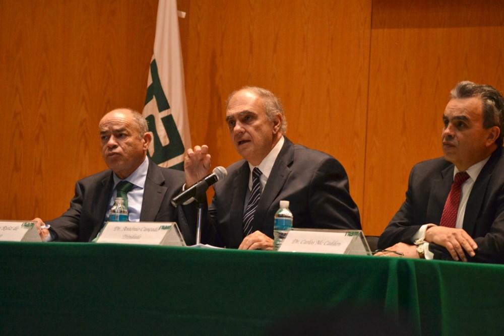 Dr. Jaime Ruiz de Santiago, Dr. Antônio Cançado Trindade y Dr. Carlos J. McCadden M. FOTO: ITAM