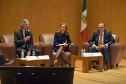Luís de la Calle, en ameno debate con Valeria Moy y Jorge Suárez.