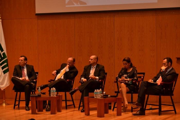 Dr. Raúl Plascencia, Dr. Alejandro Hope, Dr. Horacio Vives, Mtra. Mariana Benítez y Dr. Roberto Gil.