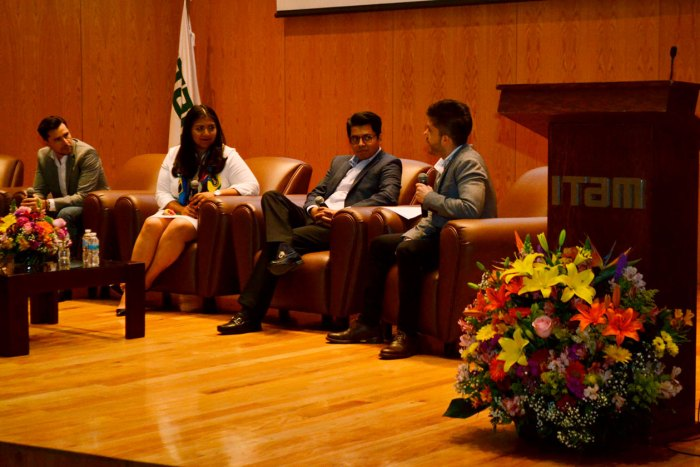 Fernando Padilla, Blanca Mendoza, Gustavo Salaiz y Joaquín Rivera en el evento de tecnología financiera